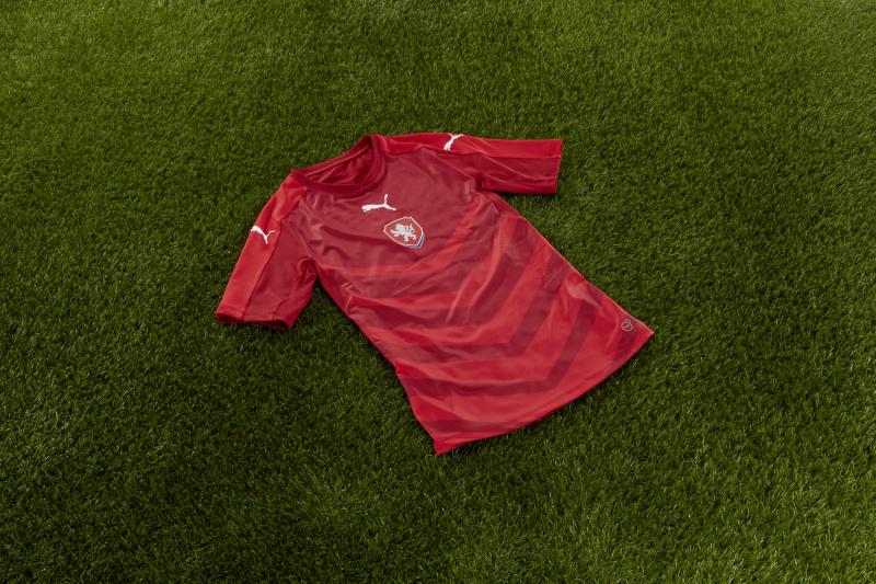 3c31978efe ... PUMA představila nové celočervené dresy ...